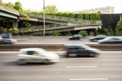 Pics de pollution estivaux : le trafic routier différencié