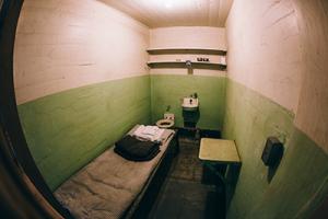 renforcement du régime disciplinaire - prison française - cours servais