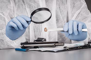 La police scientifique dans une affaire criminelle